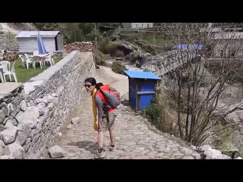 Trekking Monju to Lukla in Nepal with a Dodgy Knee!