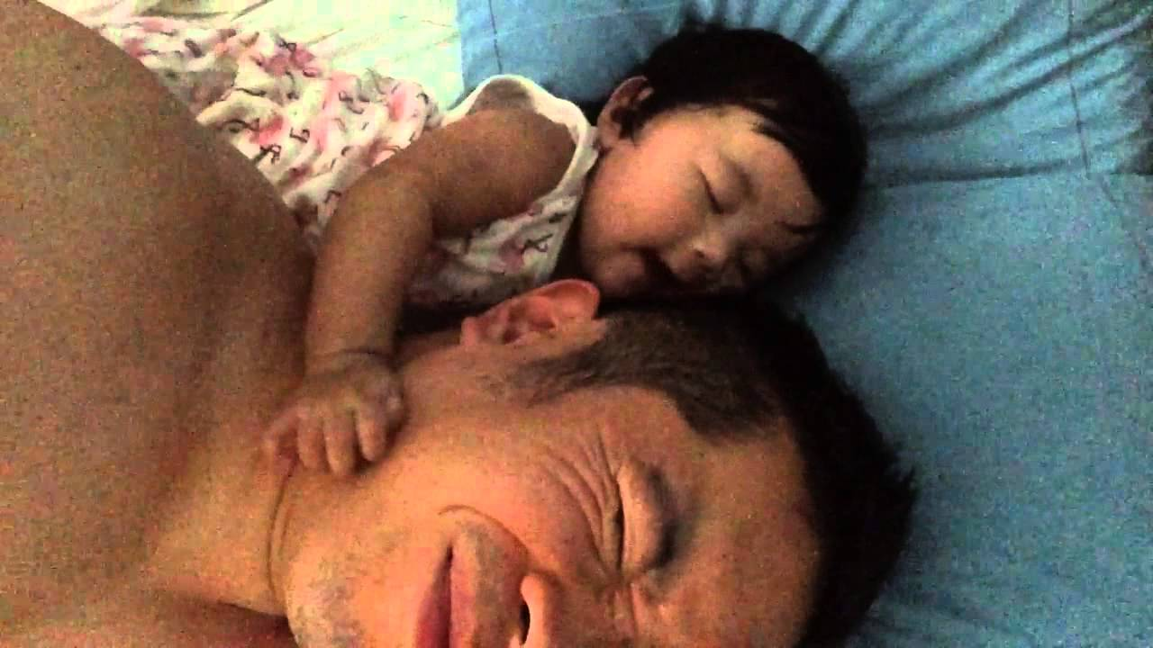 Wake up Daddy – 3.5 month Baby wakes up Daddy!